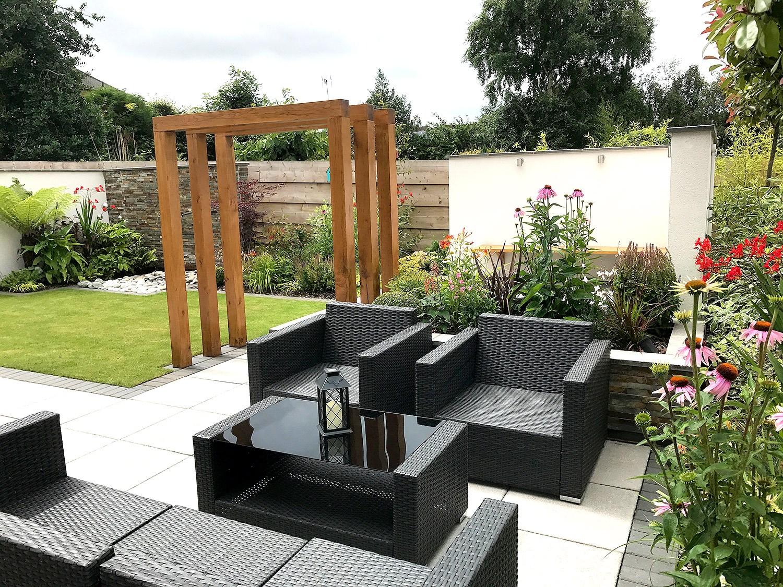 New build modern garden for entertaining