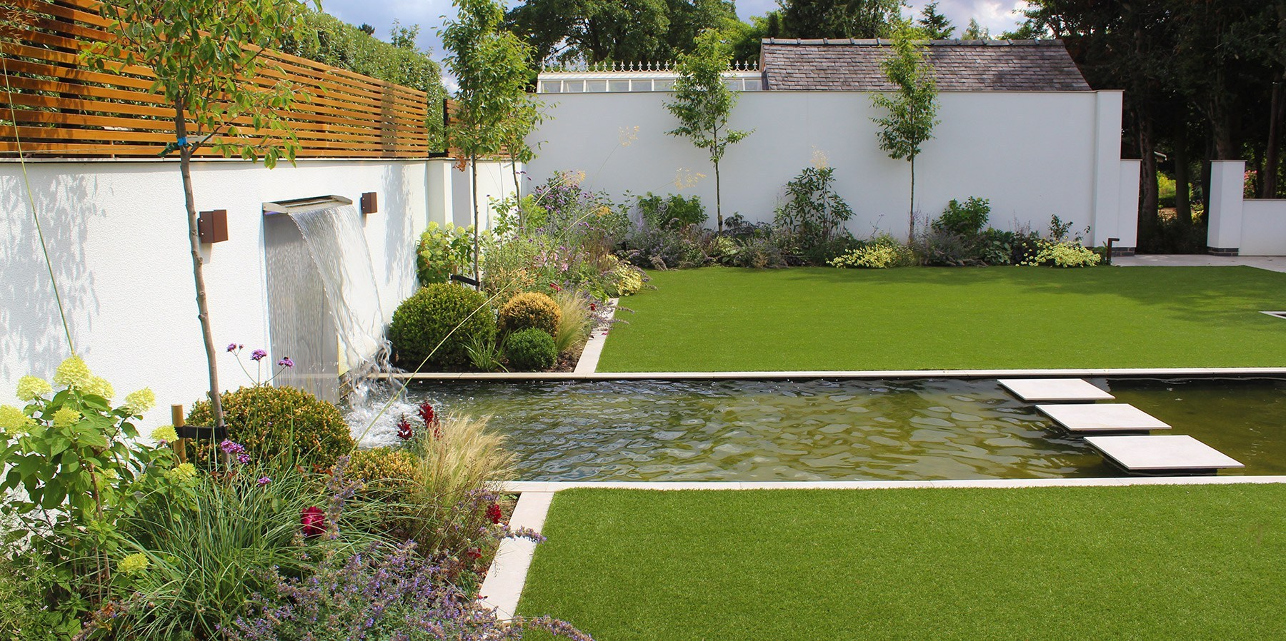 A swimming pool garden to compliment a stylish modern extension